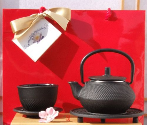 Gift Bag - Cast iron black hobnail teapot kettle 0.3 litre cup & trivet - a one person set